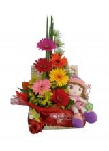 Cesta de flores com boneca